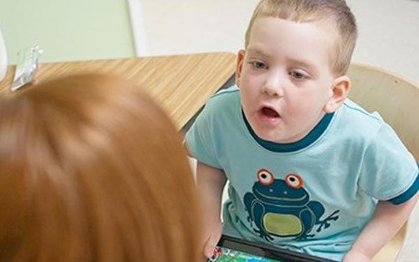 Trẻ chậm phát triển trí tuệ là gì