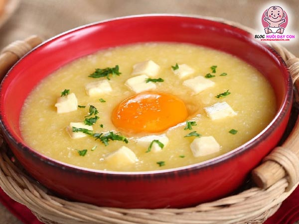 Cháo đậu hũ nấu với lòng đỏ trứng gà