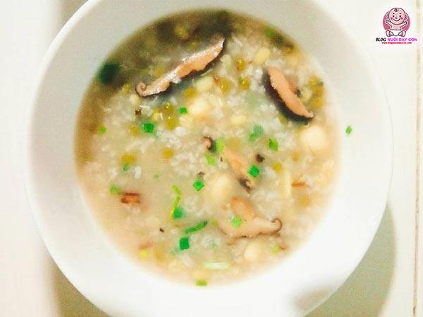 Cháo đậu xanh, nấm và trứng cút