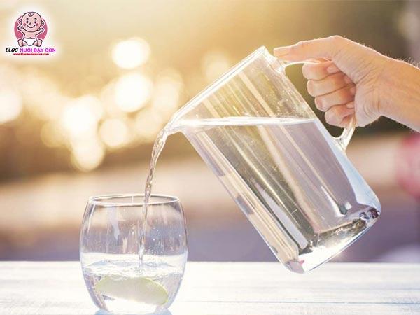 Uống nước lọc 2 lít mỗi ngày