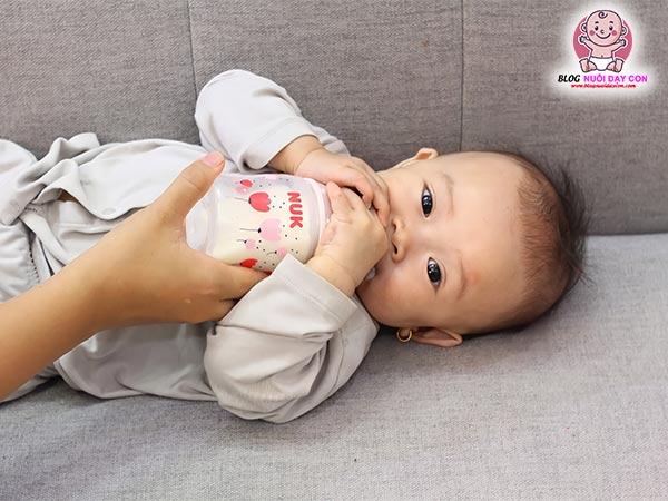 Bình sữa Nuk cho trẻ sơ sinh có tốt không?