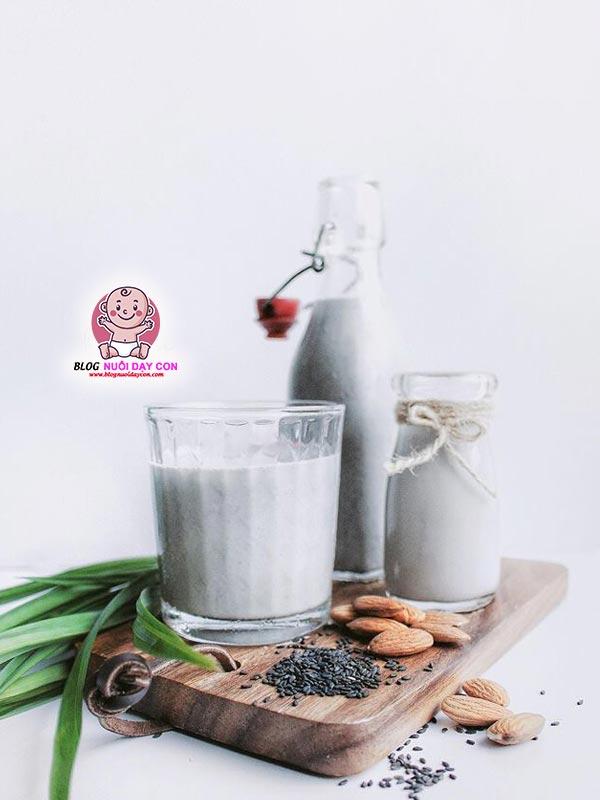 Cách làm sữa hạnh nhân mè đen