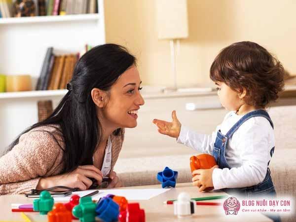 Bố mẹ dành thời gian chơi với con bằng tiếng anh