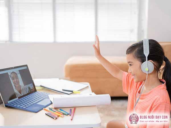 Cho bé học khóa học online phù hợp với lứa tuổi