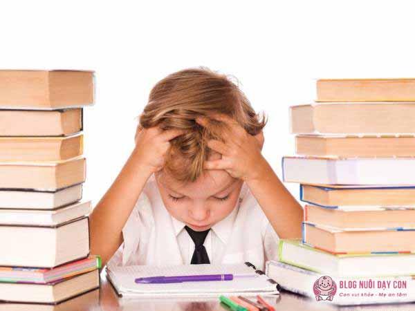 Lịch học quá dày đặc làm trẻ mệt mỏi