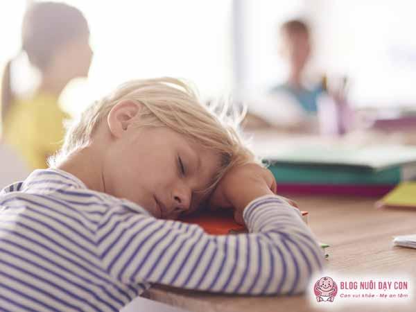 Trẻ mệt mỏi do không được bổ sung đầy đủ chế độ dinh dưỡng