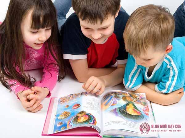 Vì sao bố mẹ nên biết cách dạy con học tiếng anh tại nhà